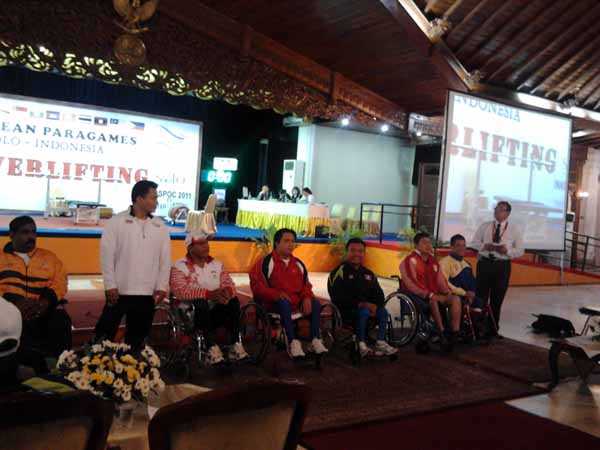 Atlet Powerlifting